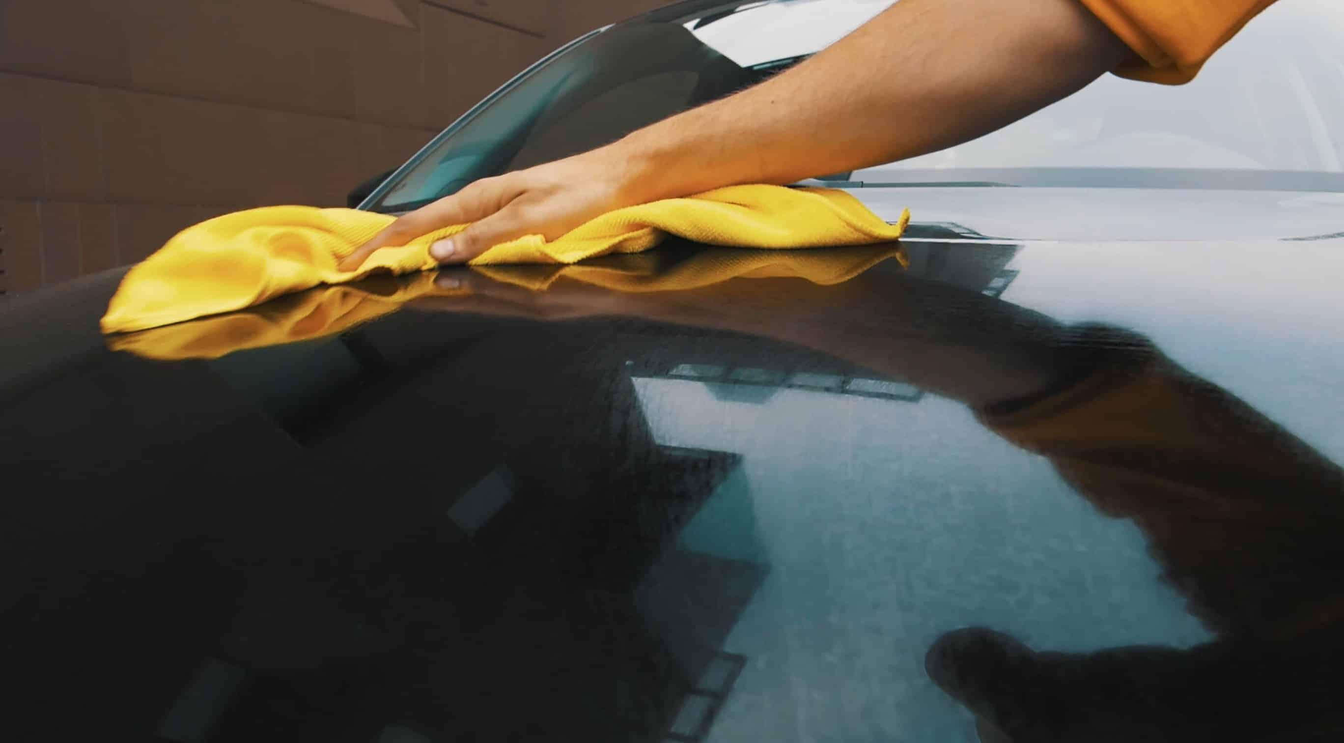 lavaggio auto per strada