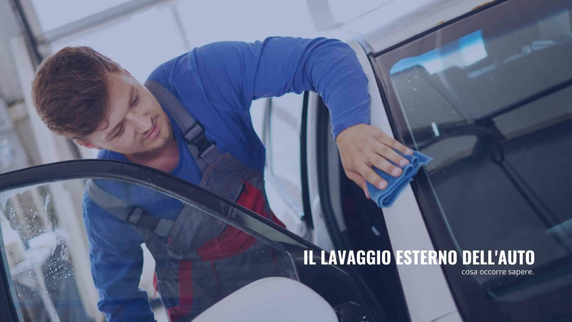 il lavaggio esterno dell'auto